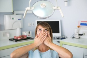 woman with fear of the dentist